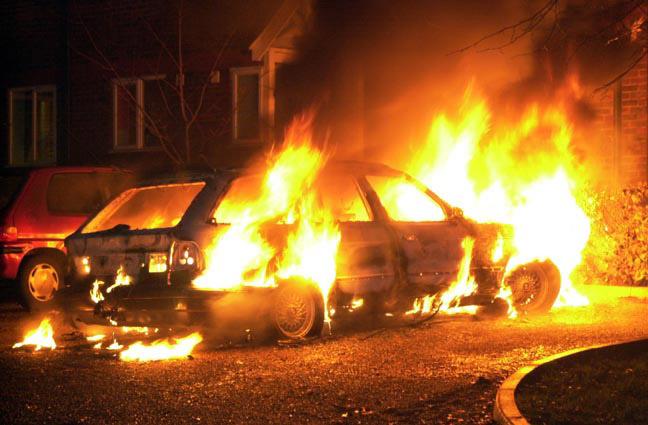 هنگام آتش گرفتن خودرو چه باید کرد؟-آگاهی مصرف-درست مصرف کنیم-آموز همگانی