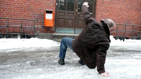 شیوه درست راه رفتن روی برف و یخ- پایگاه اینترنتی دانستنی ایران