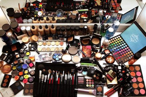 عواقب زیان آور استفاده افراطی از لوازم آرایشی (بخش دوم)گردآوری شده توسط پایگاه دانستنی آنلاین