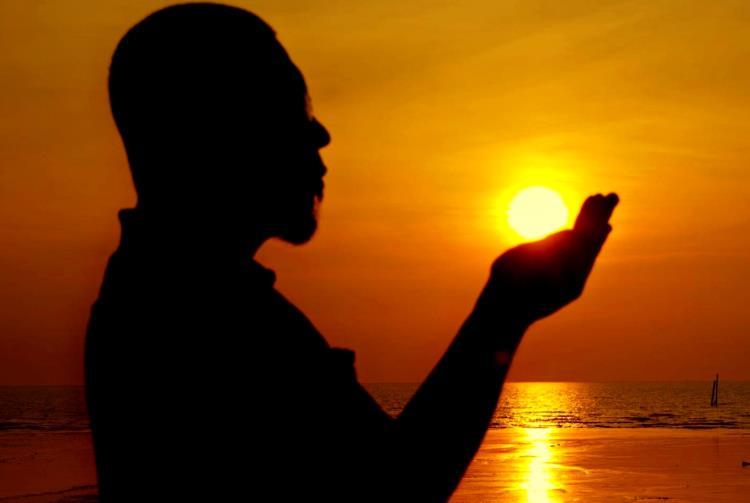 نقش دعا و نيايش در زندگي مادی و معنوی انسان- پایگاه اینترنتی دانستنی آنلاین ایران