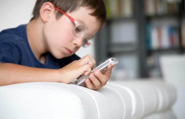 چگونه در فضای مجازی همراه فرزندانمان باشیم؟+ اینفوگرافی- پایگاه اینترنتی دانستنی ایران