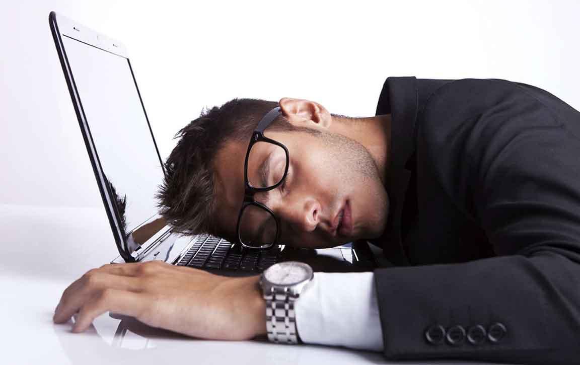 -چگونه بر خواب آلودگی خود در محل کار غلبه کنیم؟- پایگاه دانستنی آنلاین