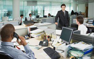 نحوه پاسخ به صحبتهای توهینآمیز در محیط کار