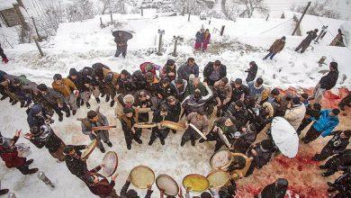 تماشای یک مراسم اصیل و دیدنی زیر بارش برف