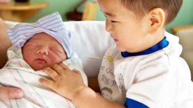 راهکارهایی برای برطرف کردن حسادت فرزند اول نسبت به نوزاد