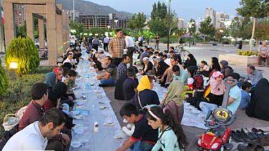 شهرداری منطقه 22 سفره ساده افطاری در کنار دریاچه شهدای خلیج فارس توسط پهن کرد