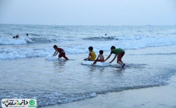 والدین کودکان را در سواحل تنها نگذارند